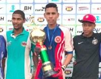 Atuando como goleiro, jovem aprendiz do Serpro é campeão da Taça das Favelas Minas